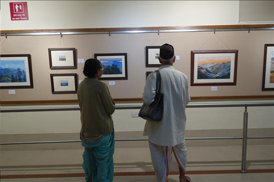 Eledrly couple visiting the show