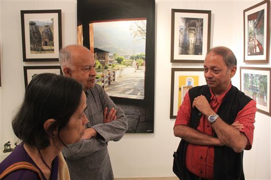Dr. Jayant Narlikar and Smt. Mangala Narlikar with Milind Sathe at Indiaart Gallery