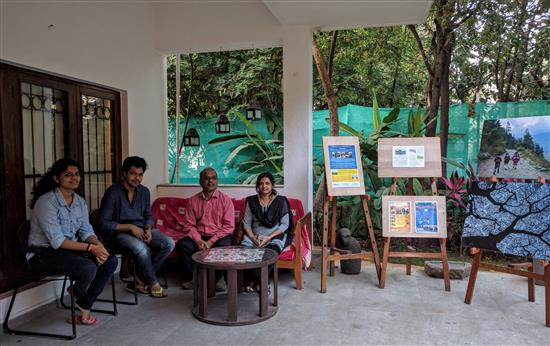 Jayant Godbole and Family with actor Suvrat Joshi. (L to R) Saniya Godbole, Suvrat Joshi, Jayant Godbole, Vinaya Joshi