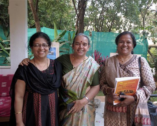 L to R) Dr. Prachee Sathe, Dr. Swarnalata Bhishikar, Vandana Kulkarni at Indiaart Gallery