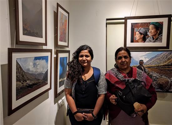 Maitreyee and Pratima Kulkarni at Milind Sathe's photography show at Indiaart Gallery