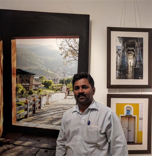 Manohar Desai at Milind Sathe's photography show at Indiaart Gallery