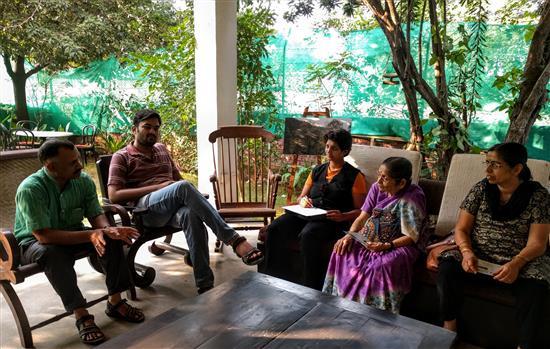 Omkar Banait explains the initiatives of Gyan Setu to the visitors