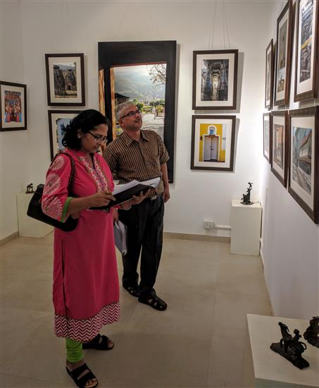 Rohini and Mohan Dedhe at Milind Sathe's photography show at Indiaart Gallery