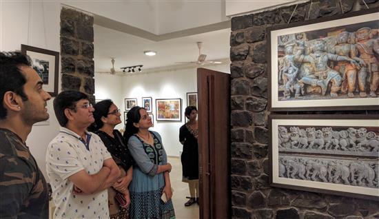 (L to R) Saurabh Gokhale, Milind Kshirsagar, Rashmi Nangare, Gauri Kshirsagar at Milind Sathe's photography show