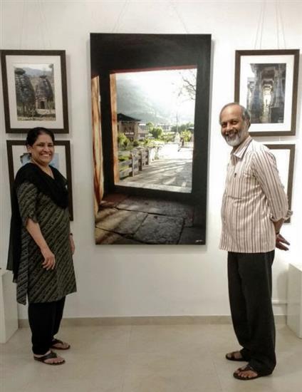 Vivek and Savita Kulkarni at Milind Sathe's photography show at Indiaart Gallery