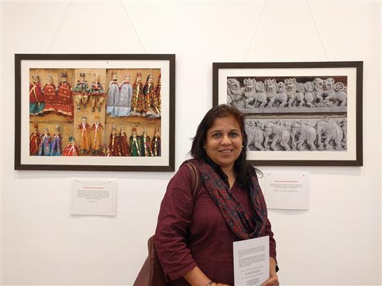 Artist Manisha Patil at Milind Sathe's solo photography show at Nehru Centre, Mumbai (August 2016)