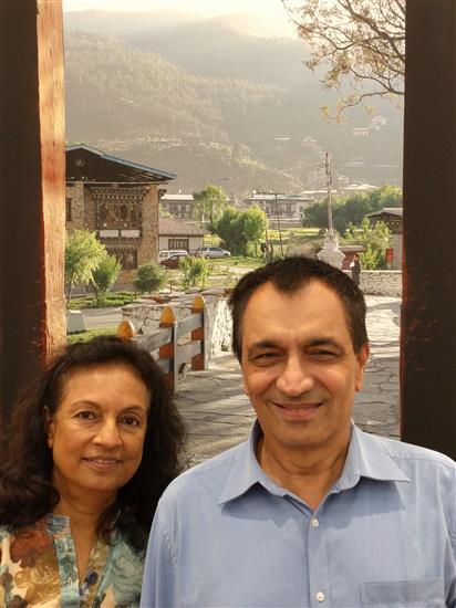 Girish and Wilma Nigudkar at MIlind Sathe's solo photography show at Nehru Centre, Mumbai (August 2016)
