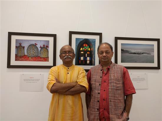 Milind Sathe with Artist Kishor Randiwe at Milind Sathe's solo photography show at Nehru Centre, Worli, Mumbai (August 2016)