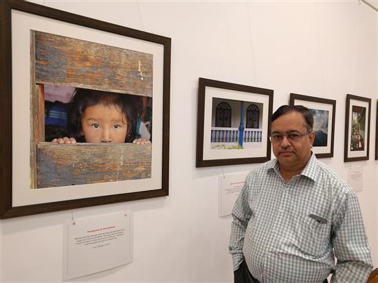 Shri. Ashok Panvalkar at Milind Sathe's solo photography exhibition at Nehru Centre, Mumbai (August 2016)