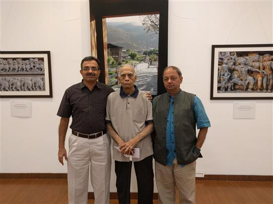 (L to R) Brig. Abhay Bhat, Mr. Anant Bhat, Milind Sathe at Milind Sathe's solo photography show at Nehru Centre, Worli, Mumbai (August 2016)