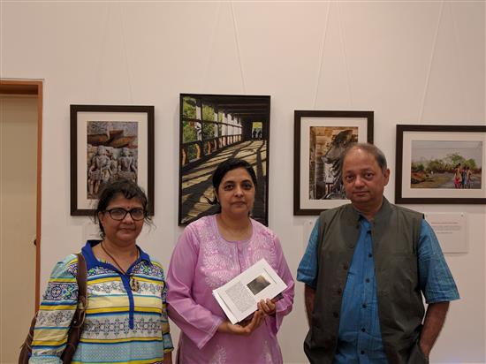 (L to R) Janaki Anand, Ar. Vidya Raghu, Milind Sathe at Milind Sathe's solo photography show at Nehru Centre, Worli, Mumbai (August 2016)