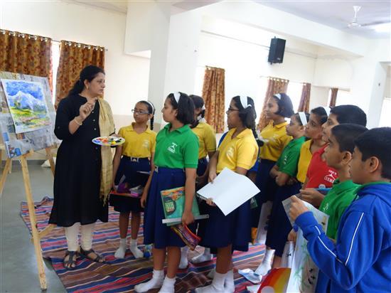 Chitra Vaidya with children at Khula Aasmaan workshop, New English Medium School, Pune - 3