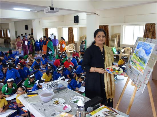 Chitra Vaidya with the completed painting after the demonstration at Khula Aasmaan workshop, New English Medium School, Pune