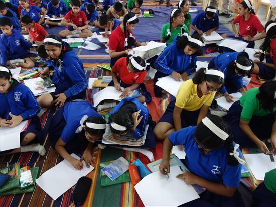 Children painting at Khula Aasmaan workshop, New English Medium School, Pune - 2
