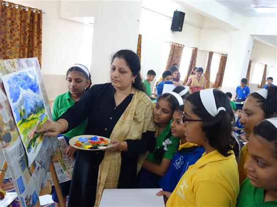 Chitra Vaidya with children at Khula Aasmaan workshop, New English Medium School, Pune - 2