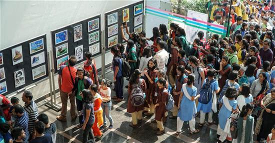 Huge enthusiasm at painting exhibition by Khula Aasmaan & IISER Pune