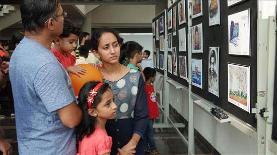 Children & parents at Khula Aasmaan painting exhibition at IISER Pune