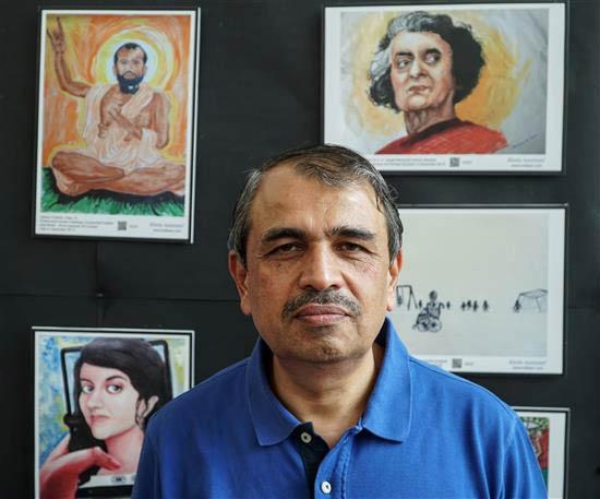 Prof. L. S. Shashidhara at Khula Aasmaan painting exhibition at IISER Pune