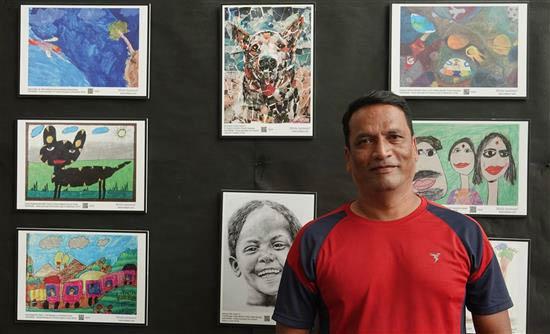 Anand Bhandwalkar at Khula Aasmaan exhibition at IISER Pune