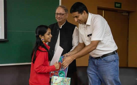 Kimaya C. Malgaonkar receiving prize with Dr. Harinath Chakrapani
