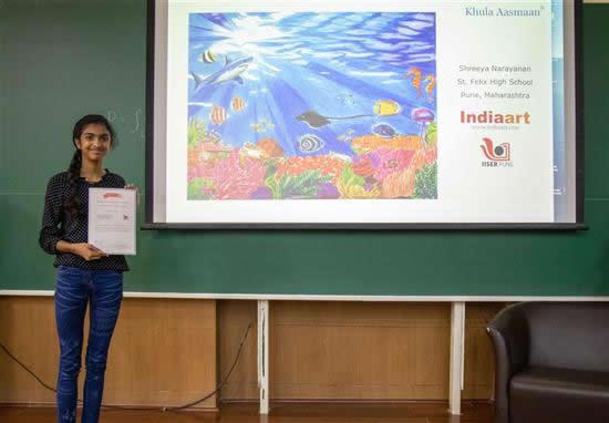 Shreeya Narayanan with her certificate