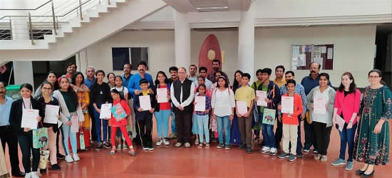 Milind Sathe with Prize Winners, Shortlisted Student & their Parents