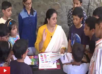 Painting demo using oil pastels by artist Chitra Vaidya